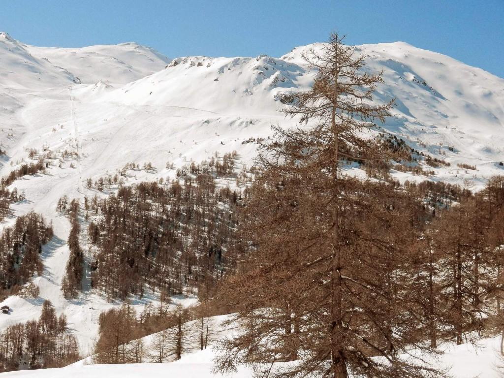 Skigebiet Moosalp, links Lift Törbeltälli bis 2.550 m, rechts Lift bis 2.380 m