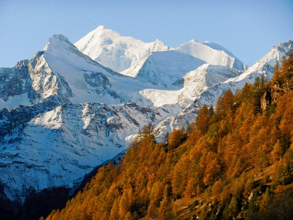 Foto vom Balkon des Chalets, erste Novemberwoche, hinten Weisshorn, 4.505 m, Ende Oktober / Anfang November