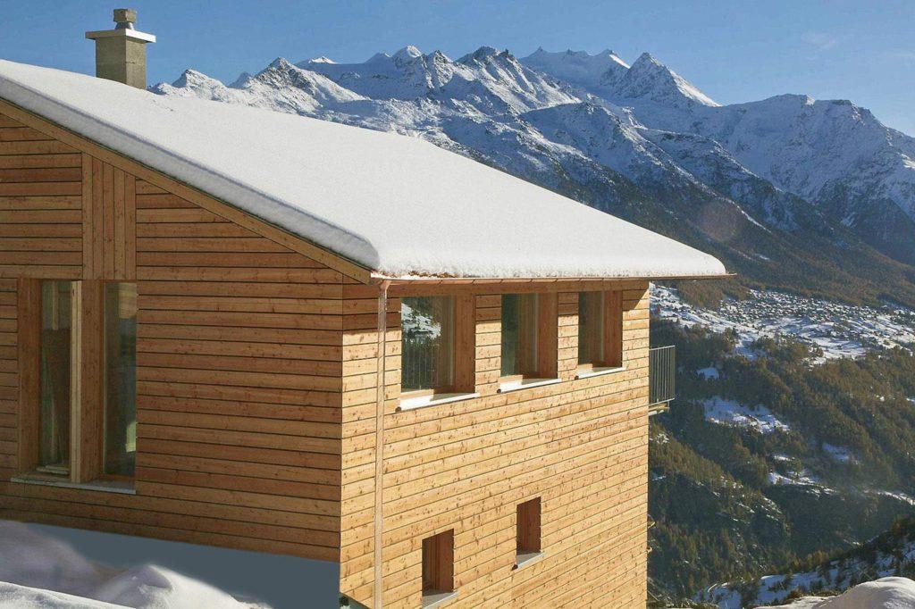 Chalet Avantgarde, im Hintergrund Mischabelgruppe, bis 4.545 m