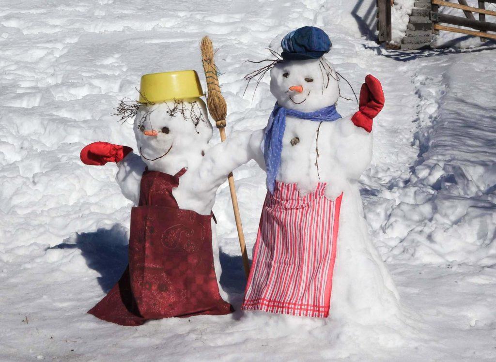 Schneefrau + Schneemann, Nachbarschaft